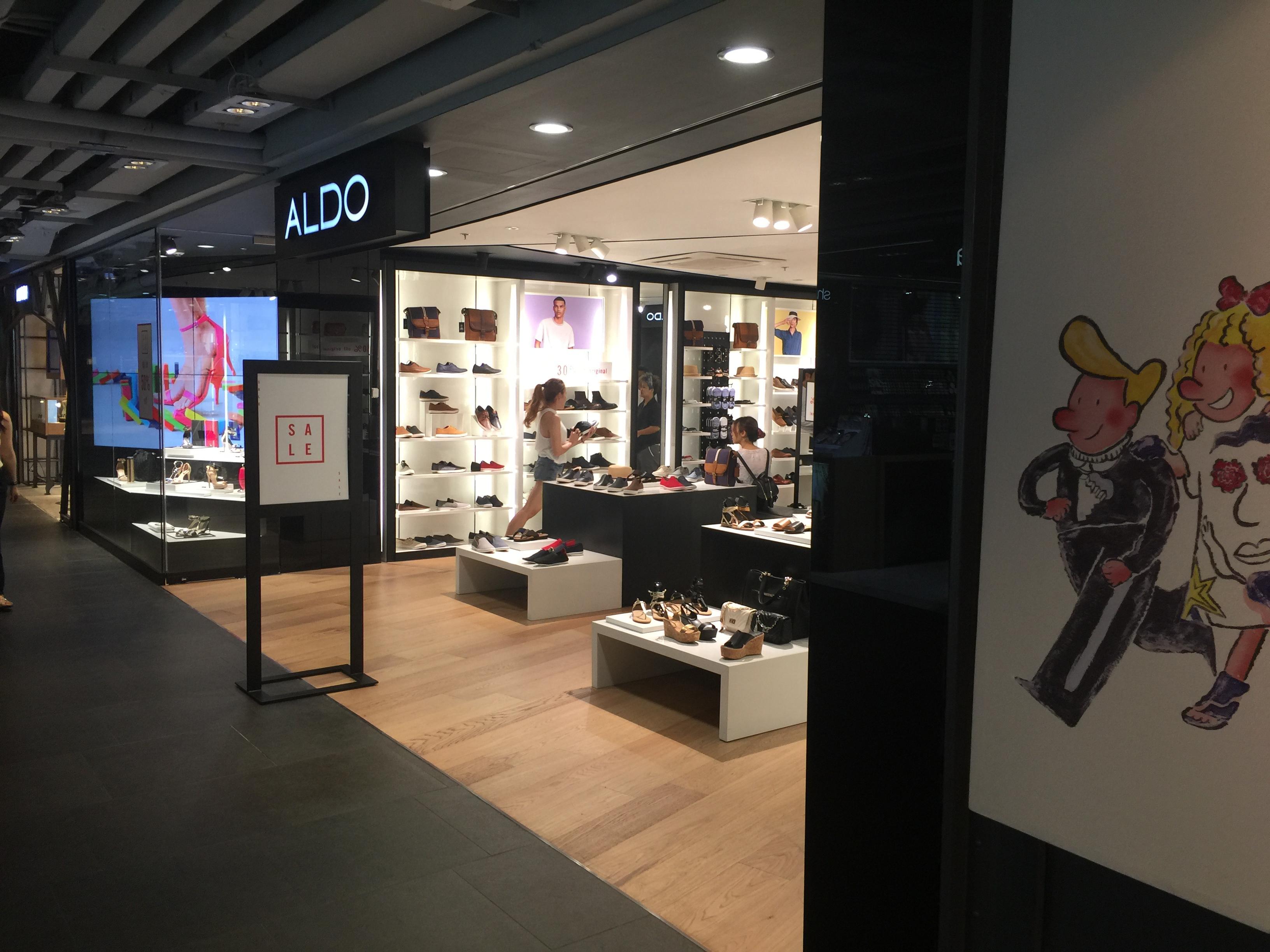 พื้นไม้โอ้ค เอ็นจิเนียร์ ติดต้ังร้าน ALDO, Siam Center